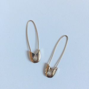 Safety pin style golden earring